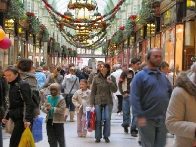 Weihnachts-Shopping in der Einkaufspassage